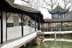 El pasillo largo en el jardín del administrador humilde Imágenes de archivo libres de regalías