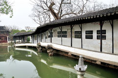 El pasillo largo en el jardín del administrador humilde Fotos de archivo libres de regalías