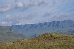 El paso de Sani, paso de montaña que conecta Suráfrica con Lesotho El paso de Sani es el paso más alto del mundo imágenes de archivo libres de regalías