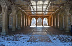 El paso inferior peatonal en Bethesda Terrace, New York City. Foto de archivo