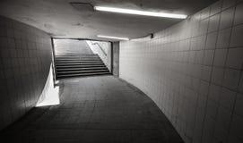 Paso subterráneo con las luces y las escaleras Imagen de archivo libre de regalías