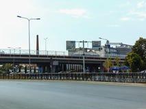 El paso superior de nueva Tirana foto de archivo