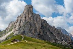 El Passo di Giau, en las dolomías italianas fotografía de archivo libre de regalías