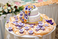 El pastel de bodas hermoso Imagen de archivo