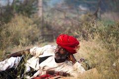 El pastor del camello y el turbante rojo Fotos de archivo libres de regalías