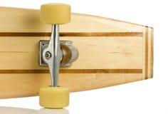 El patín de madera sube al extremo posterior en blanco Fotos de archivo libres de regalías