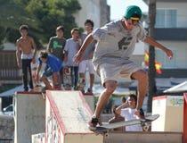 El patinador salta Imagen de archivo libre de regalías