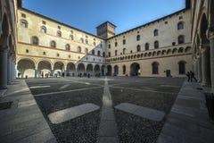 El patio de Rocchetta, Castello Sforzesco, Milán imagen de archivo