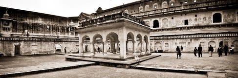 El patio del palacio en Amer Fort Rajasthan fotos de archivo