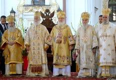 El patriarca Kirill y los otros obispos en el servicio en Kiev, i Fotos de archivo