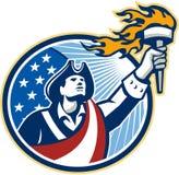 El patriota americano que sostiene la antorcha protagoniza la bandera de las rayas Imagen de archivo