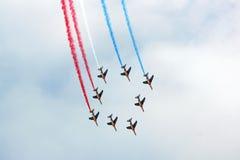 El Patrouille de Francia en la formación Fotos de archivo
