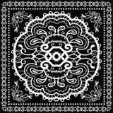 El pañuelo negro imprime, la bufanda de cuello o el pañuelo de seda Imagenes de archivo