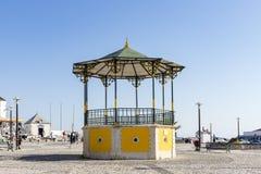 El pavillion en la plaza en Nazare, Portugal Imagen de archivo libre de regalías