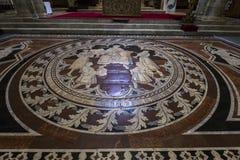 El pavimento de la catedral de Siena, Siena, Italia Foto de archivo libre de regalías