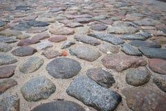 El pavimento histórico de la Riga vieja Imagen de archivo