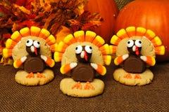 El pavo de la acción de gracias formó las galletas con las hojas y las calabazas de otoño Foto de archivo