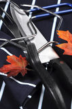 El pavo de la carne asada de la acción de gracias que tallaba los utensilios fijó - el primer Fotos de archivo libres de regalías