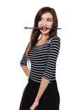El pedazo hermoso lindo de los dientes de Brush del artista de la muchacha en la pintura en el proceso dibuja la inspiración Fond Fotografía de archivo libre de regalías