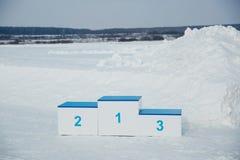 El pedestal para recompensar se fija en invierno fotos de archivo libres de regalías