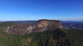 El ` Pedra de la visión aérea hace el ` de Bau y el ` Pedra hace el complejo del ` de Bau es formaciones de roca en las montañas  metrajes