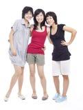 El pegar asiático chino de tres del adolescente amigos de muchacha Fotos de archivo libres de regalías