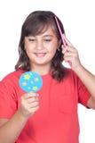 El peinarse de la muchacha del preadolescente Fotografía de archivo libre de regalías