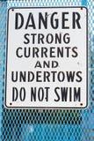 El peligro no nada la advertencia de la muestra de corrientes fuertes y de undertows Imagen de archivo
