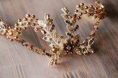 El pelo adorna hecho a mano Para la novia, la imagen fácil y apacible festiva Imágenes de archivo libres de regalías