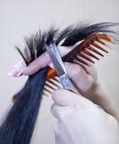 El peluquero corta las tijeras Imagen de archivo