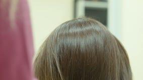 El peluquero el cabello seco almacen de video