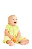 El pequeño bebé come el melocotón rojo Imagenes de archivo