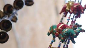 El peque?o camello figura el recuerdo tur?stico del mercado callejero tradicional del artesano en Israel Acre v?deo 4K almacen de metraje de vídeo