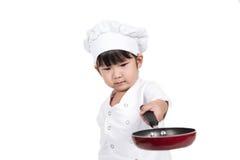 El pequeño cocinar feliz lindo del bebé fotos de archivo libres de regalías