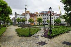 El pequeño cuadrado de las rosas Braga, Portugal Imágenes de archivo libres de regalías