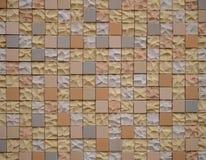 El pequeño cuadrado teja el fondo Recubrimiento de paredes exterior, Italia Imagen de archivo