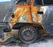 El pequeño fuego del coche fotos de archivo