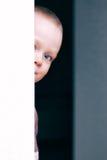 El pequeño jugar del niño hermoso Imagenes de archivo