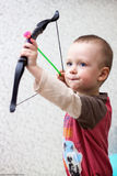 El pequeño jugar del niño hermoso Fotografía de archivo