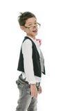 El pequeño muchacho asiático está llevando los vidrios, aislados fotografía de archivo