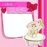 El pequeño niño de la postal come en la tabla Imagen de archivo