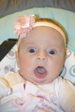 El pequeño niño en un oscilación fotos de archivo