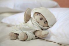 El pequeño oso de peluche precioso Foto de archivo libre de regalías