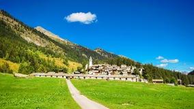 El pequeño pueblo de Bosco Gurin en Tesino, Suiza foto de archivo