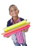 El pequeño estudiante diverso lindo lleva los libros de escuela Fotos de archivo libres de regalías