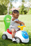 El pequeño jugar afroamericano del bebé Fotos de archivo libres de regalías