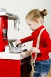 El pequeño jugar lindo de la muchacha Foto de archivo