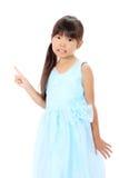 El pequeño señalar asiático de la muchacha Imagenes de archivo