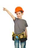 El pequeño señalar del muchacho del trabajador del constructor Fotos de archivo libres de regalías