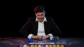 El perder en línea del jugador de póker Cierre para arriba almacen de metraje de vídeo